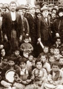 «Η Θεσσαλονίκη τιμά τους Πόντιους πρόσφυγες» της Έφης Ρουμελιώτη