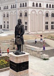 Σκόπια: Oμοιώματα του Μ. Αλεξάνδρου, Φιλίππου Β', Αριστοτέλη και Ιουστινιανού  στο Αρχαιολογικό Μουσείο