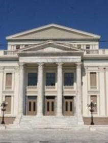 «Σηκώνει αυλαία το Δημοτικό Θέατρο Πειραιά» της Έφης Ρουμελιώτη