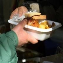 Γεύμα αγάπης την Πρωτοχρονιάς από το Κέντρο Υποδοχής και Αλληλεγγύης του δήμου Αθηναίων
