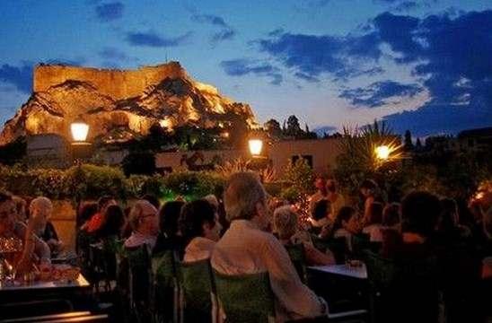 «Μια βραδιά στο Cine Paris» της Μαρίας Αθανασίου