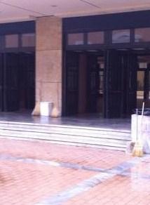 Συνεργεία του δήμου Αθηναίων καθάρισαν τη Νομική Σχολή
