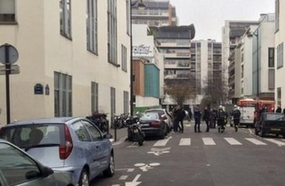 Τρομοκρατική επίθεση με 12 νεκρούς σε γραφεία περιοδικού στο Παρίσι