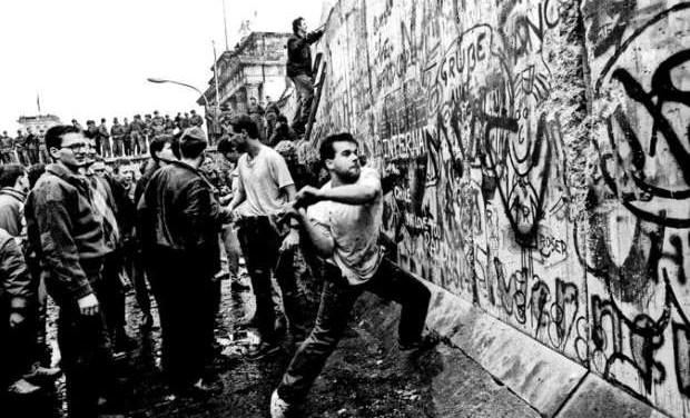 «Το Τείχος του Βερολίνου: η ανέγερση και η πτώση – 9 Νοεμβρίου 1989» της Αντιγόνης Καρύτσα