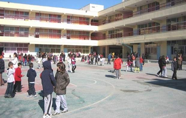 ΥΠΠΕΘ: Άδειες εισόδου σε Γυμνάσια και Λύκεια μέχρι τη λήξη των μαθημάτων