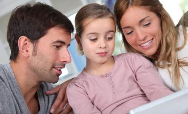 «Οι υπερπροστατευτικοί γονείς» της ψυχολόγου Μαρίνας Κόντζηλα