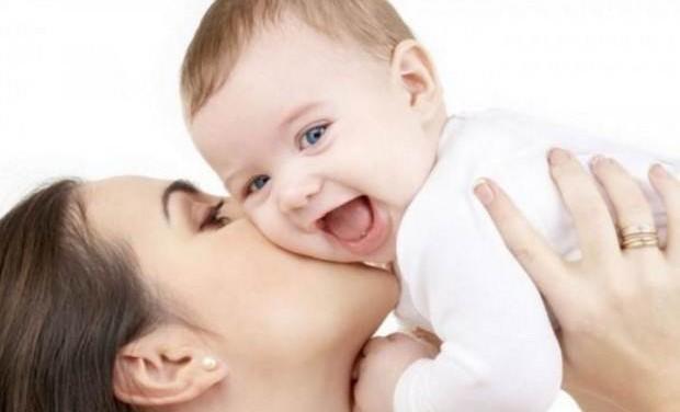 «Η σημασία της αγκαλιάς για τα παιδιά» της ψυχολόγου Μαρίνας Κόντζηλα