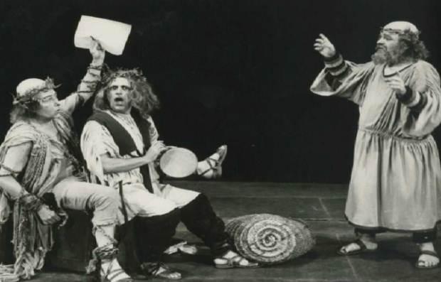 «Ο Αριστοφάνης παρουσιάζει τον Σωκράτη…»  της Κατερίνας Φωτιάδου
