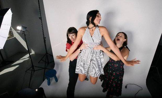 3 Χάριτες με funky & swing διάθεση στο Θεατρικό Βαγόνι
