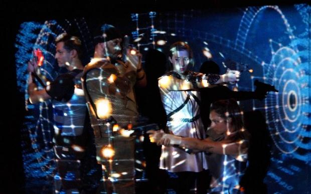 PoiosTheleisNaGineis.com  μία παράσταση για τα videogames και την εικονική πραγματικότητα