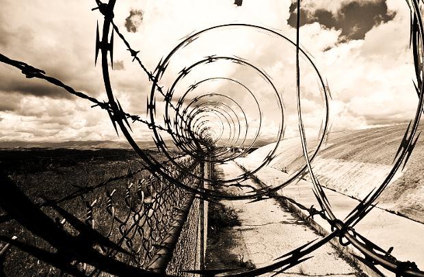 «Το αόρατο συρματόπλεγμα» του Θανάση Πάνου
