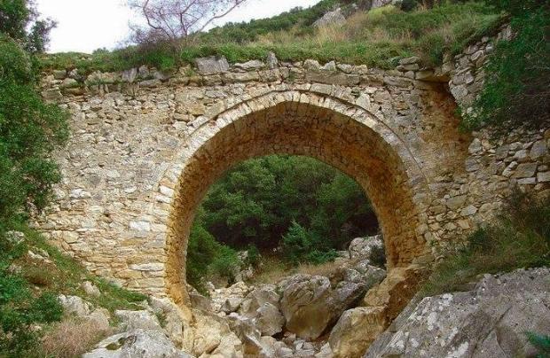 Πέτρινο γεφύρι μονότοξο