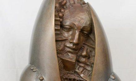Γλυπτικός λόγος – Το έργο του Κυριάκου Ρόκου «Με το χαμόγελο στο μάτι» στο ΕΑΜ