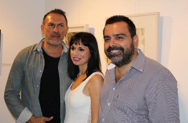 Ο Αντόνιο Αρμάνι ιδιοκτήτης της σχολής ARMANI musical and theater center, η σκηνοθέτης και ηθοποιός κ. Μαρία Κατσιώνη και ο Δημήτρης Λάζάρου, υπεύθυνος οργάνωσης κι επικοινωνίας της έκθεσης