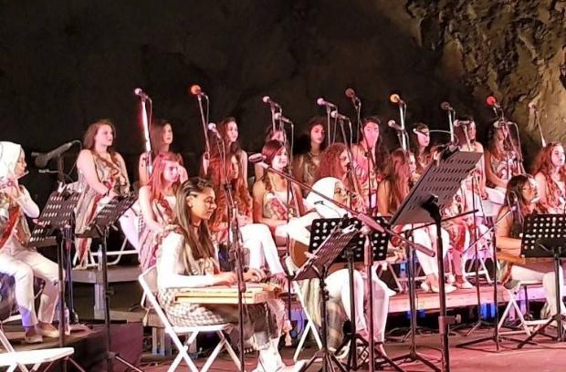 Ένα ισχυρό μήνυμα ειρήνης από την ορχήστρα «Οι κόρες της Ιερουσαλήμ» στο Θέατρο Βράχων