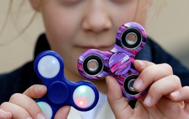 «Fidget Spinner: Ένα μέσο αντιμετώπισης των μαθησιακών δυσκολιών του παιδιού ή απλώς μια επιχειρηματική κίνηση;» της Αθηνάς Ν. Μαλαπάνη