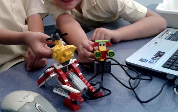 Εργαστήριo εκπαιδευτικής Ρομποτικής για παιδιά στην Κεντρική Παιδική Βιβλιοθήκη Θεσσαλονίκης