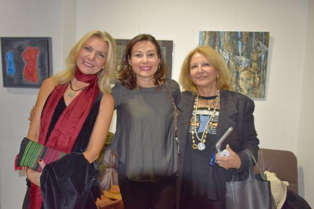 Οι συμμετέχουσες εικαστικοί: Μαρία Αποστόλου, Νάντια Ράπτη, Κατερίνα Μαυρολέων