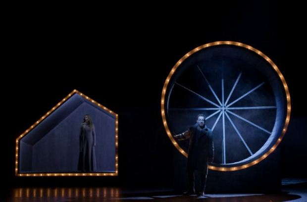 Τελευταίες παραστάσεις για τον «Πέερ Γκυντ» του Χένρικ Ιψεν στην Κεντρική Σκηνή του Εθνικού