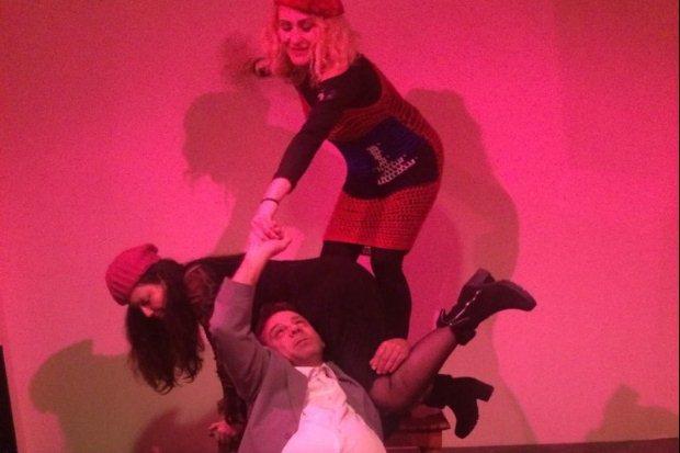 Η κωμωδία «Εύθυμες Κυράδες του Ουίνδσορ» στο Cabaret Voltaire
