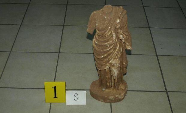 Μαρμάρινο αγαλμάτιο της θεάς Υγείας μεταξύ των κατασχεθέντων της Σπάρτης