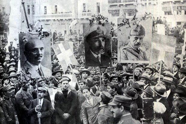 «Η Β' Ελληνική δημοκρατία» της Αντιγόνης Καρύτσα