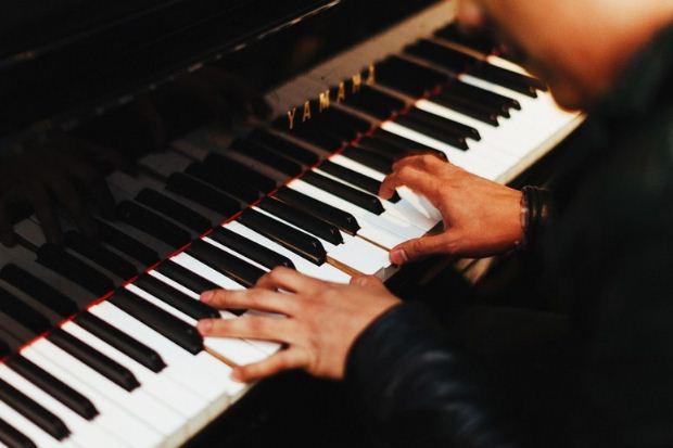 Μ. Εβδομάδα στο ΜΜΘ: Διαδικτυακή μετάδοση συναυλίας μουσικής δωματίου με τον D. Bogorad και τον Β. Βαρβαρέσο