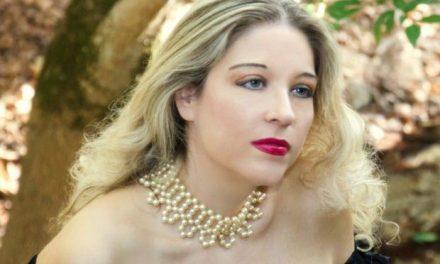 Συνέντευξη με την crossover ερμηνεύτρια και συγγραφέα Μάνια Βλαχογιάννη