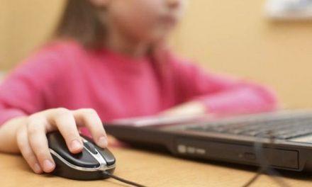 Πώς να «ξεκολλήσουμε» τα παιδιά μας από τις οθόνες των υπολογιστών;