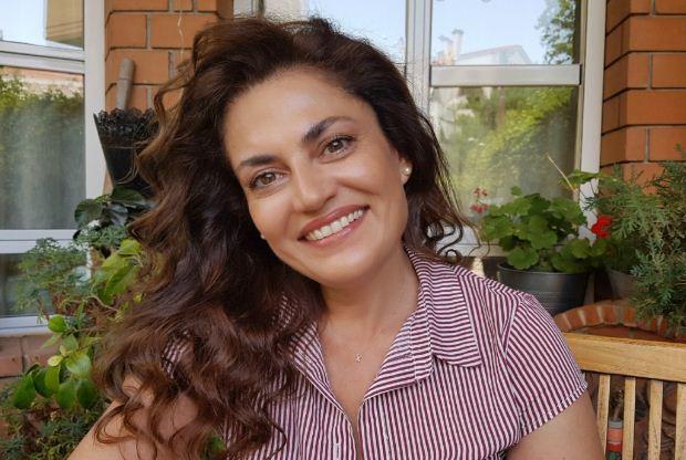 Χαριτίνη Βαζαίου: «Γράφω όλα όσα δεν μπορώ να πω με λόγια»