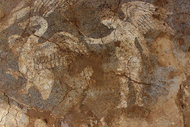 Ανακάλυψη βοτσαλωτού δαπέδου στο Μικρό Θέατρο της Αμβρακίας