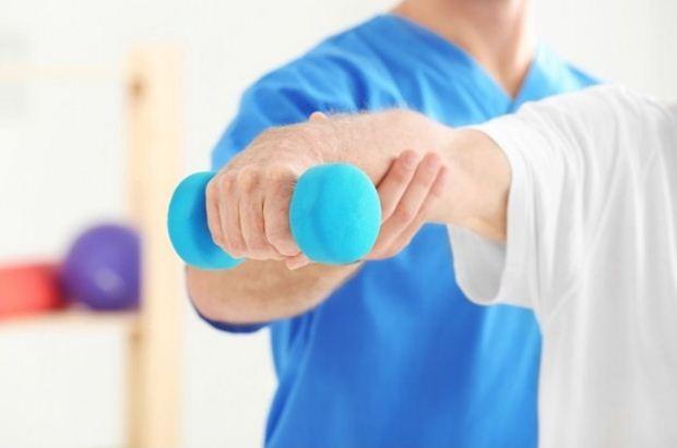 Φυσικοθεραπεία ή φυσιοθεραπεία; Πώς είναι το σωστό;