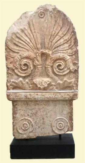 Μαρμάρινη ενεπίγραφη επιτύμβια στήλη
