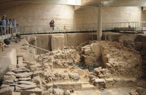 Ανασκαφικές εργασίες στο Ακρωτήρι Θήρας