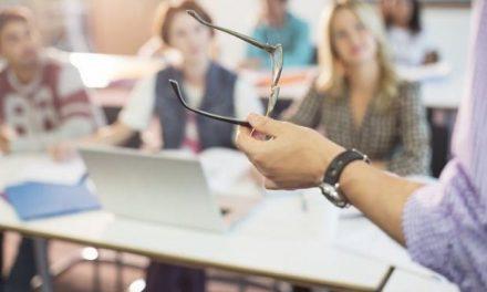 Πρόσκληση του ΥΠΑΙΘ σε εκπαιδευτικούς- διερμηνείς της Ελληνικής Νοηματικής Γλώσσας