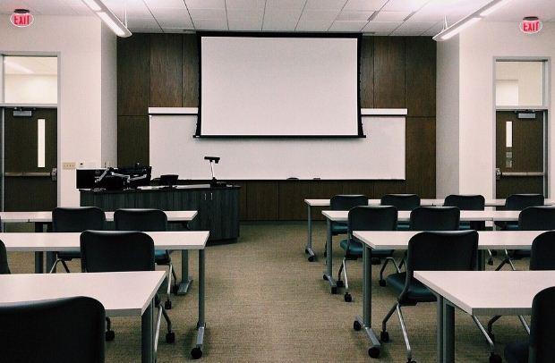 Κλείνουν από 9/11 και για 3 εβδομάδες Γυμνάσια, Λύκεια, Φροντιστήρια και Κέντρα Ξένων Γλωσσών