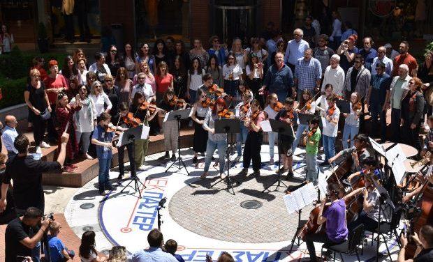 Flash mob με τη MOYSA και τη Μικτή Χορωδία Θεσσαλονίκης για τις ευρωεκλογές!