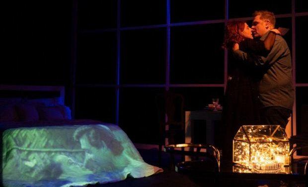 Τελευταίες παραστάσεις για τις «Σκηνές από ένα γάμο» με τον Αντώνη Λουδάρο στο Θέατρο Σοφούλη