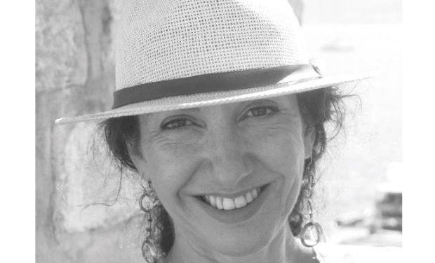 Συνέντευξη με τη συγγραφέα Βίκυ Καραΐσκου
