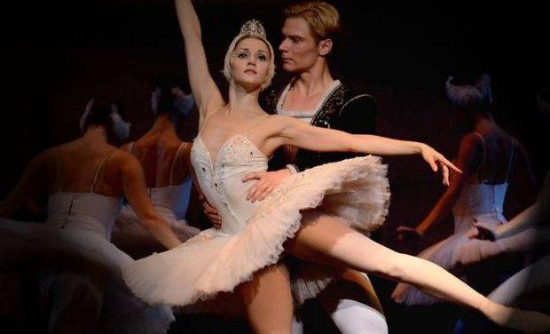 Η «Λίμνη των Κύκνων» από το Russian Ballet Theater στο Δημοτικό Θέατρο Πειραιά