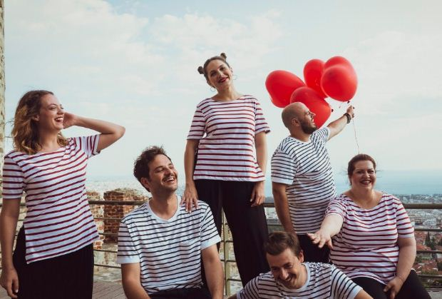 «Το τρελό μικρό πράγμα που ονομάζεται Έρωτας» από τους NOVANTheaterGroup για 10 παραστάσεις στο θέατρο Σοφούλη