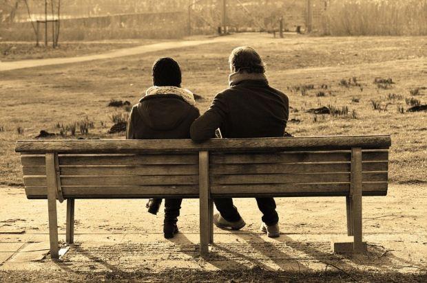Αντίδοτο στη μοναξιά είναι η ανθρώπινη επαφή
