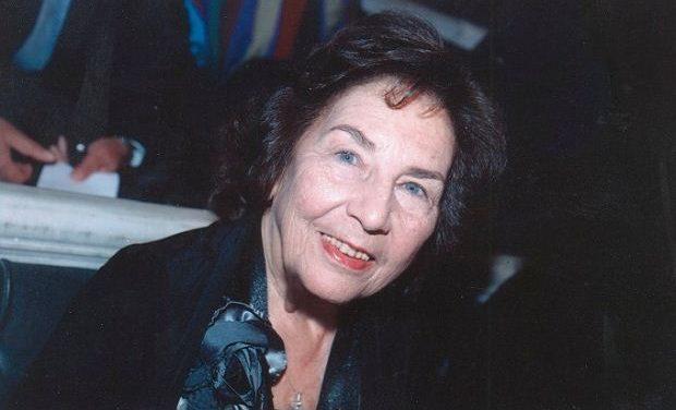 Η Άλκη Ζέη υπογράφει… τα βιβλία της στο τμήμα Λογοτεχνίας του ΙΑΝΟΥ