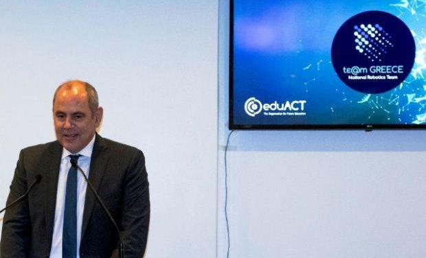 Ο Υφ. Παιδείας Βασίλης Διγαλάκης στην τιμητική εκδήλωση για την ομάδα ρομποτικής «First Global Challenge Team Greece»