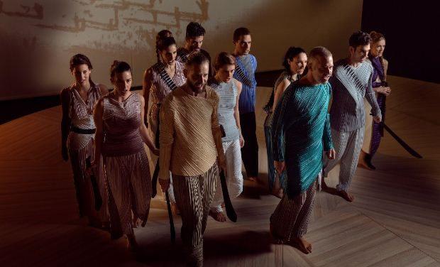 5 τελευταίες παραστάσεις για τον «Χορό της Φωτιάς» του Άρη Μπινιάρη – Έως 5/1 στο Δημοτικό Θέατρο Πειραιά