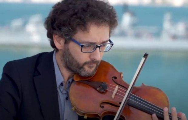 Οι βιολιστές στη στέγη! Σίμος Παπάνας – Αντώνης Σουσάμογλου στο ΜΜΘ (Βίντεο)