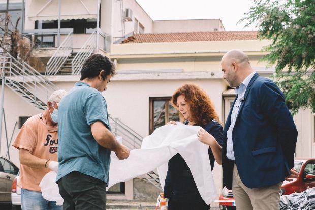 Θεσσαλονίκη: Παράδοση 100  στολών στο Ιπποκράτειο Γενικό Νοσοκομείο από το ΚΘΒΕ
