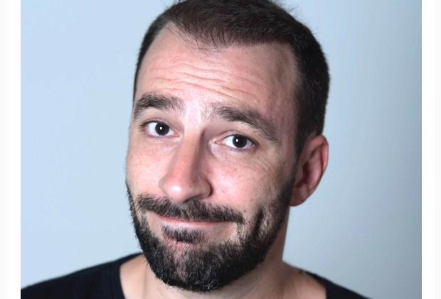Γιώργος Χατζηπαύλου – «Τάιμινγκ»: Μόνο για 1 παράσταση στο Θερινό CINE Άνεσις