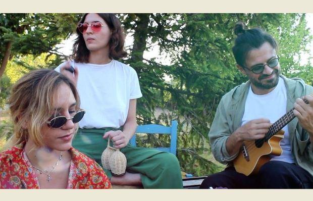 Νέο τραγούδι – βίντεο: Γιάννης Μαθές – «Δεκάξι» μαζί με τη Νίκη & Όλγα Σκιαδαρέση