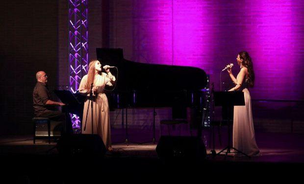 ΜΜΘ – Blue Moon, με τους Μέλα Γεροφώτη, Ελένη Δημοπούλου και Γρηγόρη Σημαδόπουλο